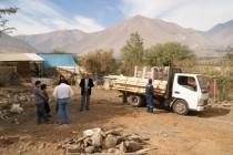 Familia de Calingasta que perdió su vivienda en incendio recibe mediagua como primera ayuda
