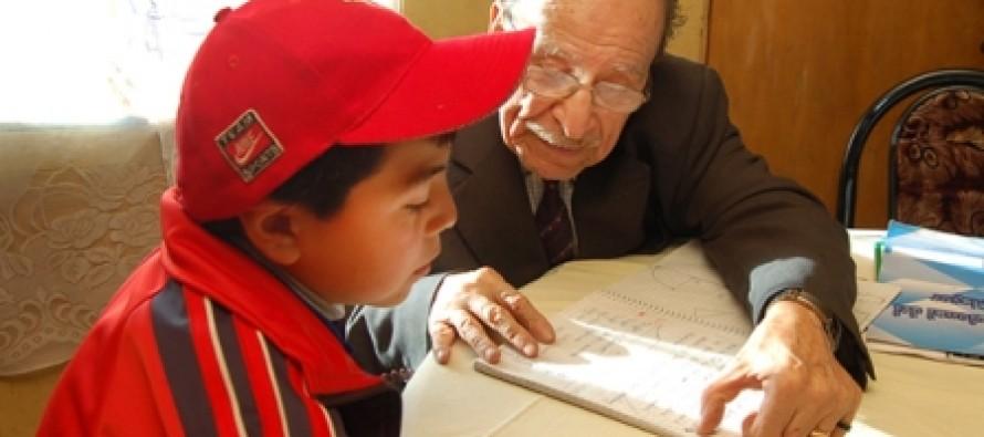 Incentivan a profesionales jubilados del área de la educación a integrase al programa Asesores Seniors