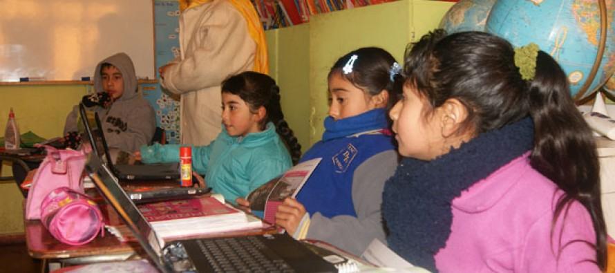 Colegios rurales podrán acceder a nueva tecnología a través de la entrega de netbooks