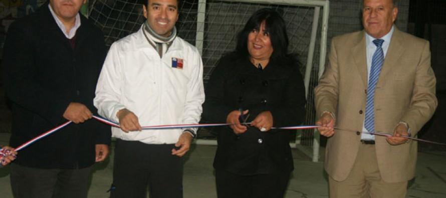 Un total de 56 millones de pesos se invirtieron en multicancha de Villa El Almendral de Hierro Viejo