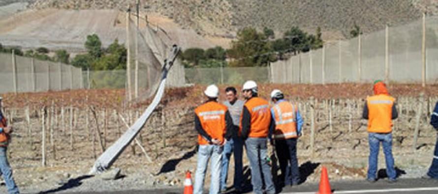 Conductor derriba poste en Rivadavia y deja sin electricidad a vecinos de Vicuña y Paihuano