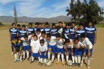 Futuros futbolistas del Club Deportivo El Romero cuentan con nueva indumentaria