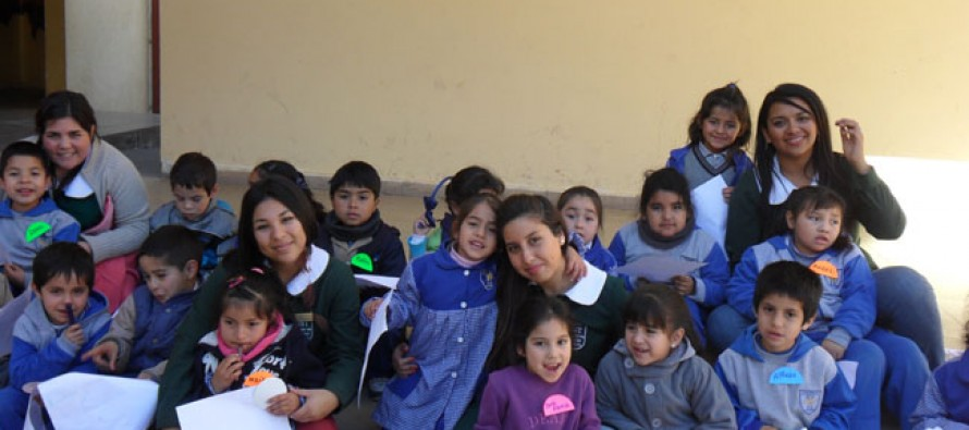 Estudiantes y docentes de U. Santo Tomás visitaron centros educativos de Vicuña