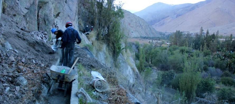 Buscan formulas para evitar la pérdida de agua en canales de la zona