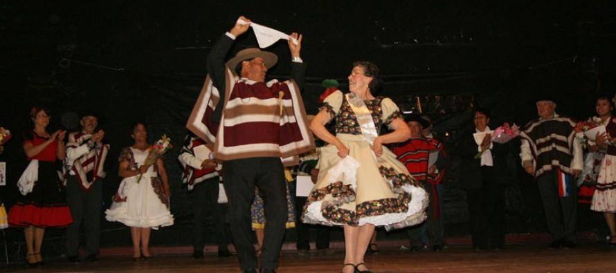 Adultos mayores ya tienen a su pareja para que los represente en el Regional de Cueca de septiembre