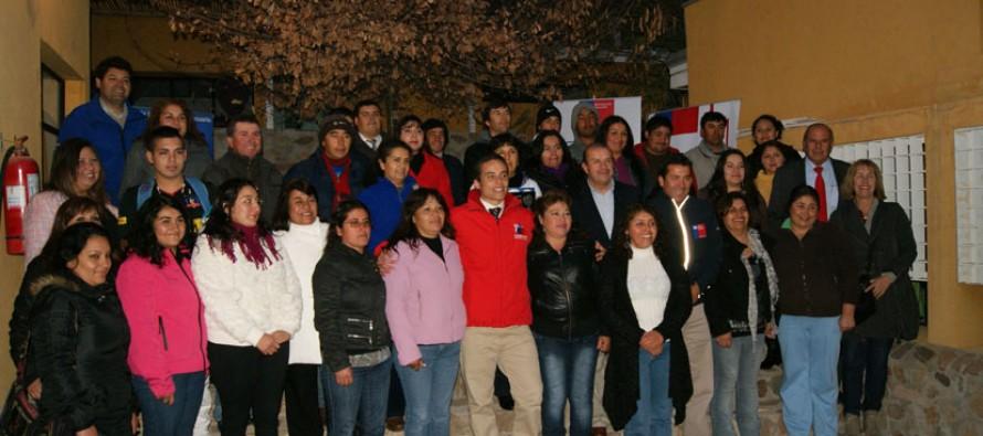 64 crianceros y agricultores de Gualliguaica nivelan sus estudios básicos y medios