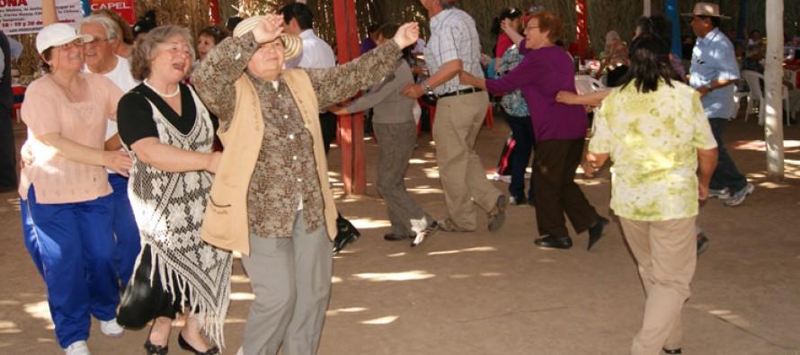 """Adultos mayores de Vicuña celebrarán """"Pasamos Agosto"""" con gran bailable en el Estadio Techado"""