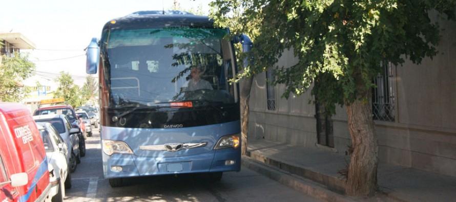 Adultos mayores contarán con su bus propio para realizar viajes dentro y fuera del país