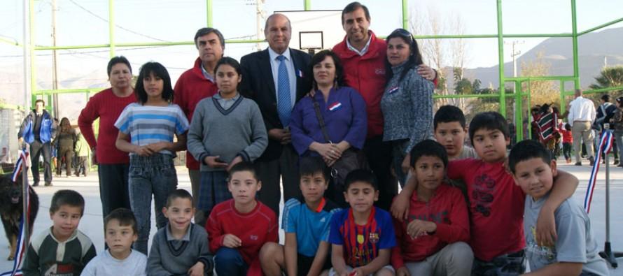 Nueva Multicancha: Vecinos de población Los Andenes cuentan con su espacio para el deporte