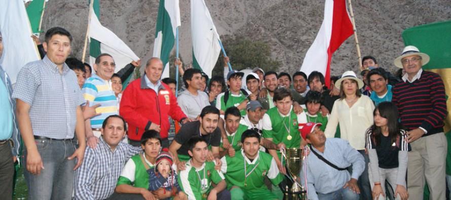 Unión Esperanza de El Tambo arrasa en la premiación ANFUR con 3 copas de campeón