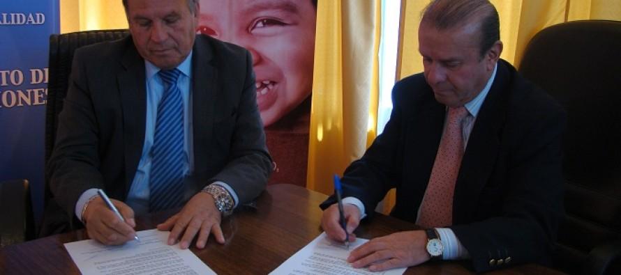 Municipio de Vicuña y Mineduc firman acuerdo para facilitar nivelación de estudios