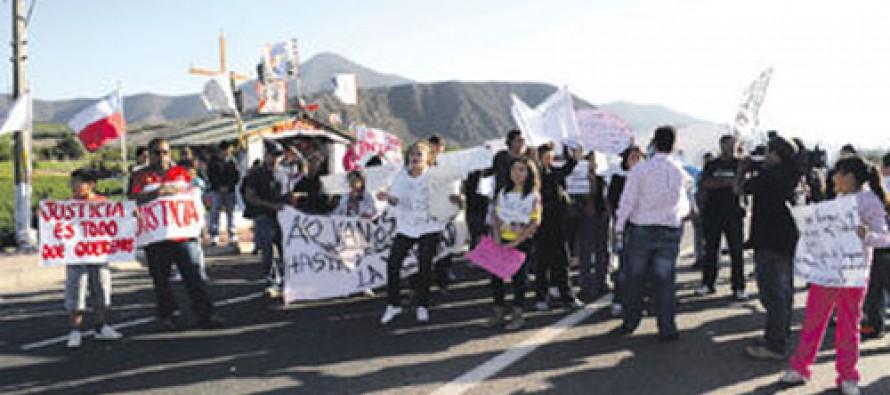 Ruta Internacional fue tomada por familiares de víctimas de accidente de La Calera