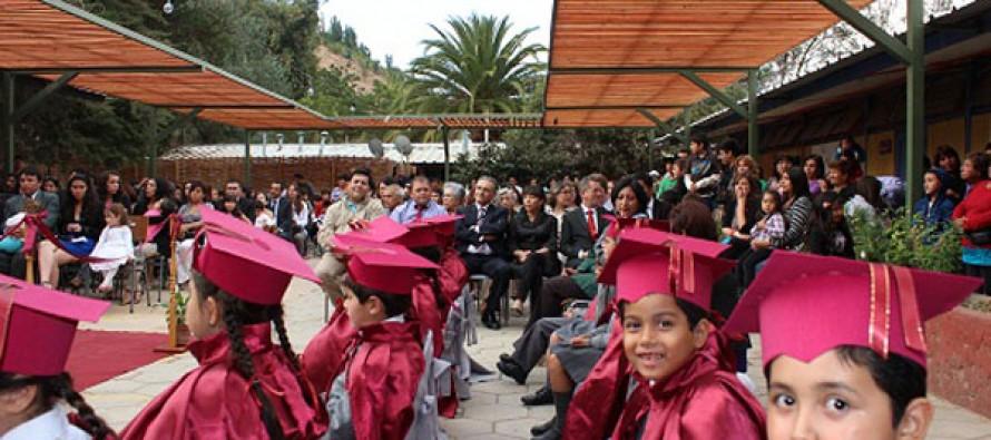 Estudiantes de Pisco Elqui recibieron sus licencias de enseñanza básica