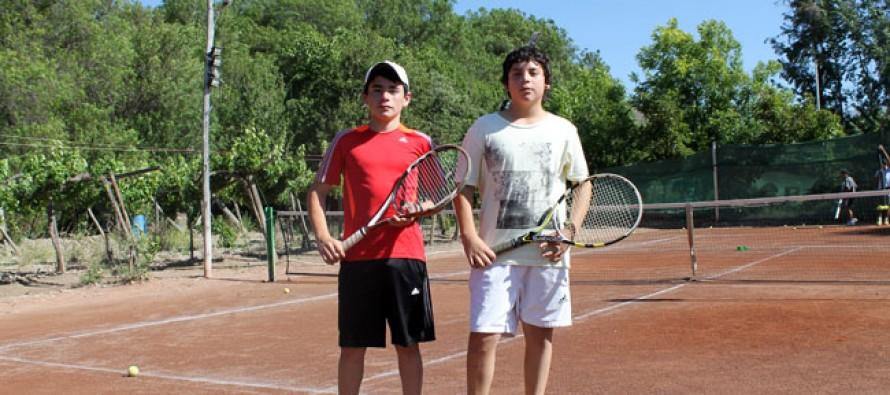 Escuela de Tenis Canihuante culmina el año con dos jóvenes deportistas en la categoría segunda regional