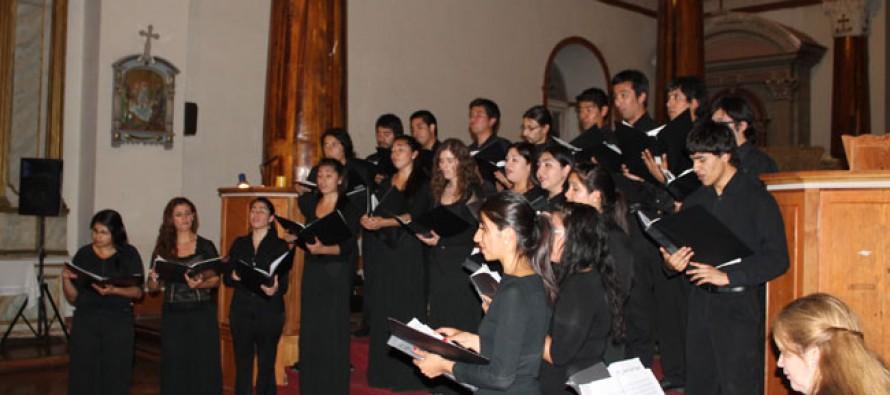 Concierto de Navidad unió al coro del Colegio Antonio Varas y de la ULS en Vicuña