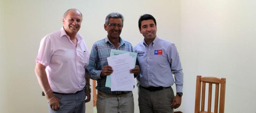 Comienza a concretarse multicancha de Lourdes con firma de convenio para su construcción