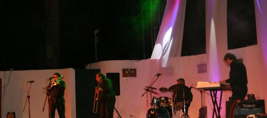 Carnaval Elquino continúa con la Noche de los Años Dorados en plaza de armas de Vicuña