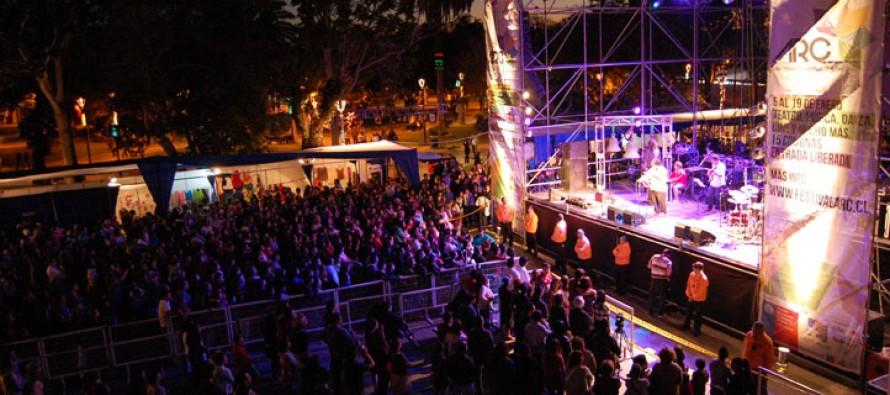 """Javiera y Los Imposibles y Dj Bitman dieron """"el vamos""""  al Festival de las Artes 2013"""