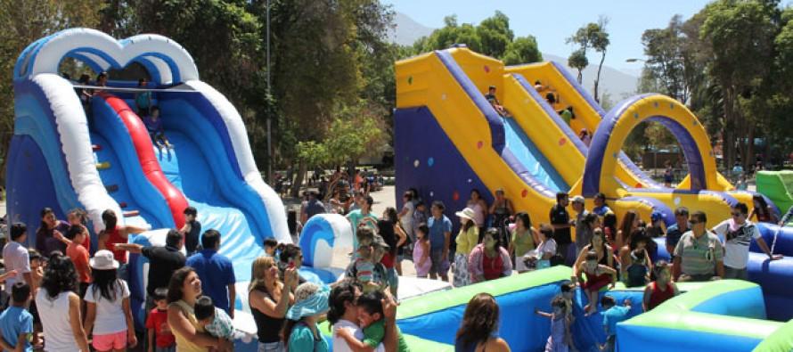 Cientos De Ninos Disfrutaron De Los Juegos Inflables Acuaticos En El