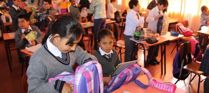 Estudiantes vicuñenses regresan a clases con mochilas y útiles entregados gratuitamente