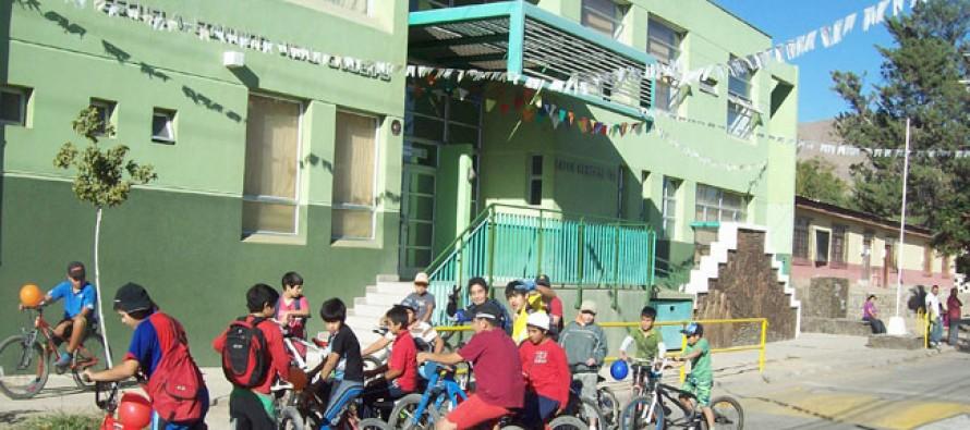 Incentivan el deporte en los estudiantes con cicletada familiar en Peralillo