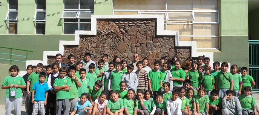 Rinden homenaje al artista que construyó el mural de la Escuela Edmundo Vidal Cárdenas