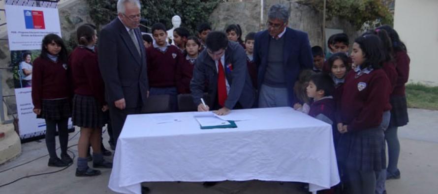 Oficializan convenio de interculturalidad en escuela Juan Torres Martínez de Diaguitas