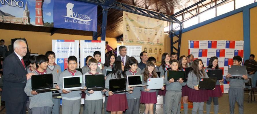"""128 estudiantes cuentan con su computador nuevo a través del programa """"Yo Elijo mi PC"""""""
