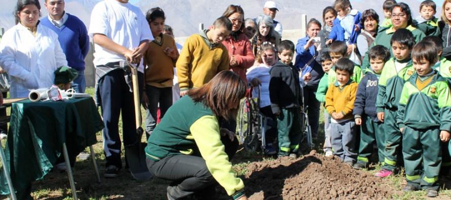 Escuela de Lenguaje San Guillermo celebra 10 años con primera piedra de nueva infraestructura