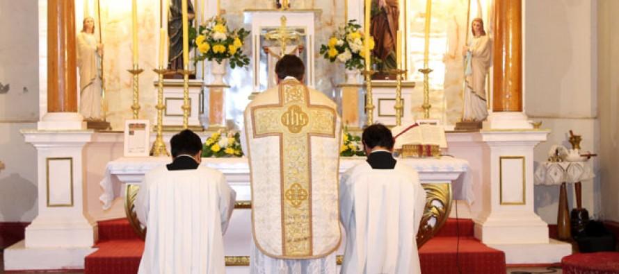 Rescatan antigua tradición de realizar misa en latín en la iglesia de Peralillo