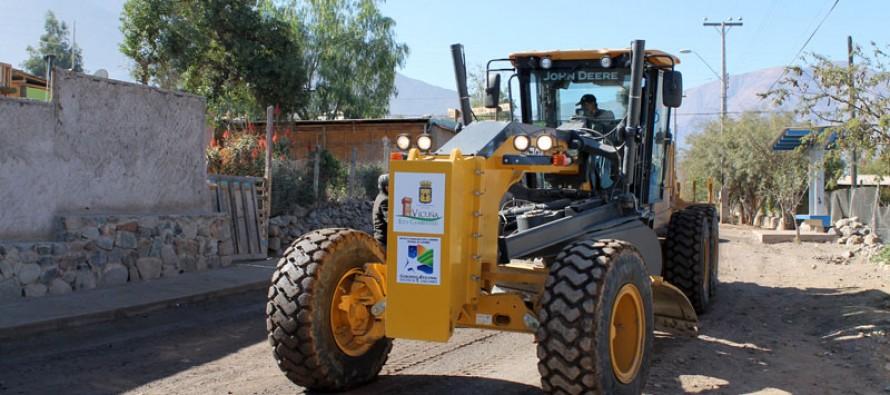 Realizan proceso de mantención de caminos de las localidades rurales de la comuna
