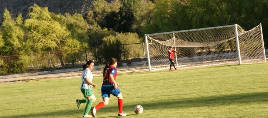 Torneo de Apertura es liderado por Unión Lourdes en el fútbol femenino elquino