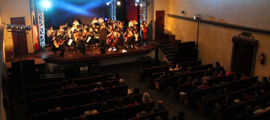 Orquesta Clásica de la UCN deleitó al público elquino en la presentación del Teatro Municipal