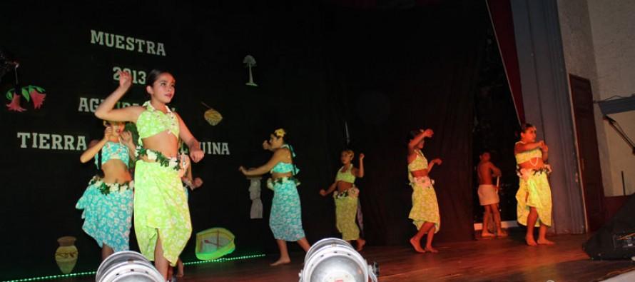 """Bailarines de  """"Tierra Elquina"""" celebraron su séptimo aniversario con  exitosa gala folclórica"""