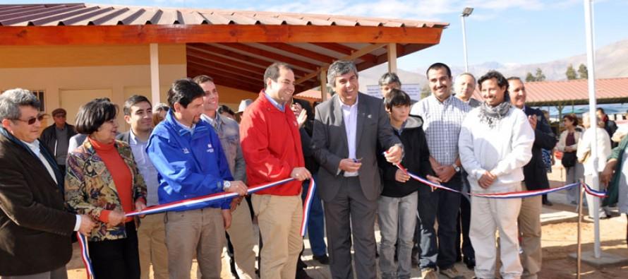 Feria de Abastos es entregada de forma oficial a emprendedoras y productores elquinos