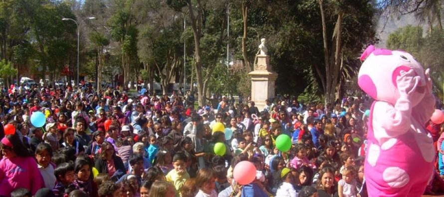 Invitan a niños y niñas de Vicuña a participar en las actividades de su día en la plaza de armas