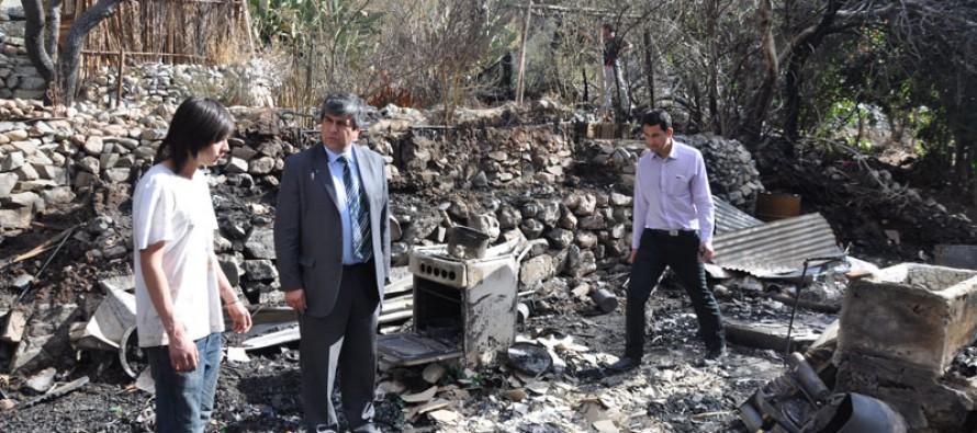 Incendio intencional deja sin hogar a tres familias de Rivadavia