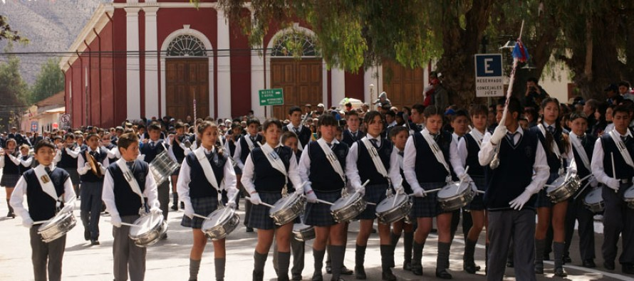 Vicuña celebra 203 años de vida independiente con acto y desfile oficial en plaza de armas