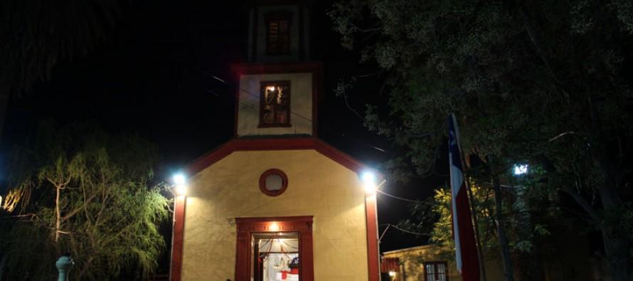Comunidad de Peralillo celebra su fiesta patronal con nueva iluminación de la plaza