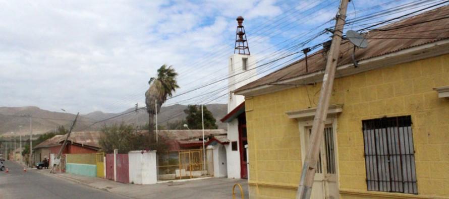 Voladuras de techos, árboles y postes caídos dejó el fuerte viento en Vicuña