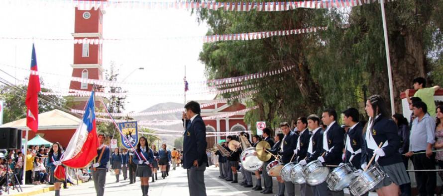 Con masiva asistencia de vecinos Vicuña celebró 203 años de vida independiente con desfile