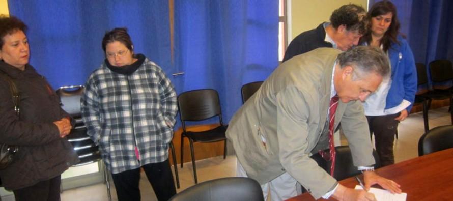 Realizan campaña de firmas para conseguir 44 horas más de médico en el 2014 en Paihuano