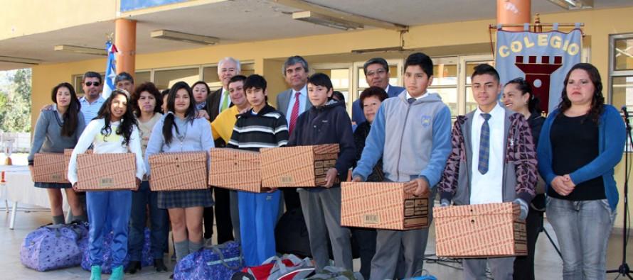 Buscan evitar la deserción escolar con importante apoyo hacia los estudiantes de Vicuña