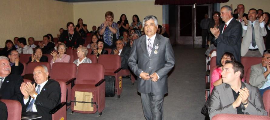 En el Día del Profesor resaltar labor de profesional destacado con la Orden al Merito del MINEDUC