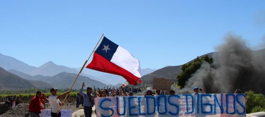 Funcionarios municipales protestan nuevamente en la ruta internacional Gabriela Mistral