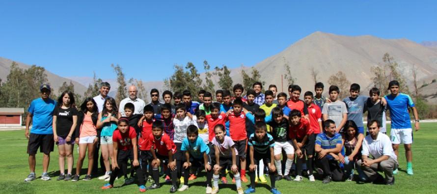 Escuela de fútbol Nahuel Rojas continúa el desarrollo del deporte con apoyo del GORE