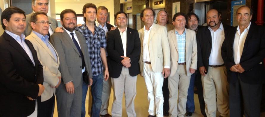 Autoridades regionales visitan a Gobernador de San Juan internado en Buenos Aires