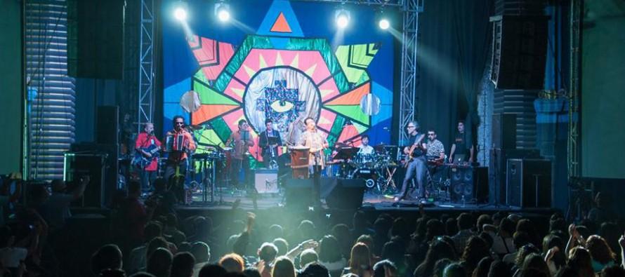 Festival ARC 2014: En un íntimo concierto Joe Vasconcellos llenó de magia el Teatro Centenario