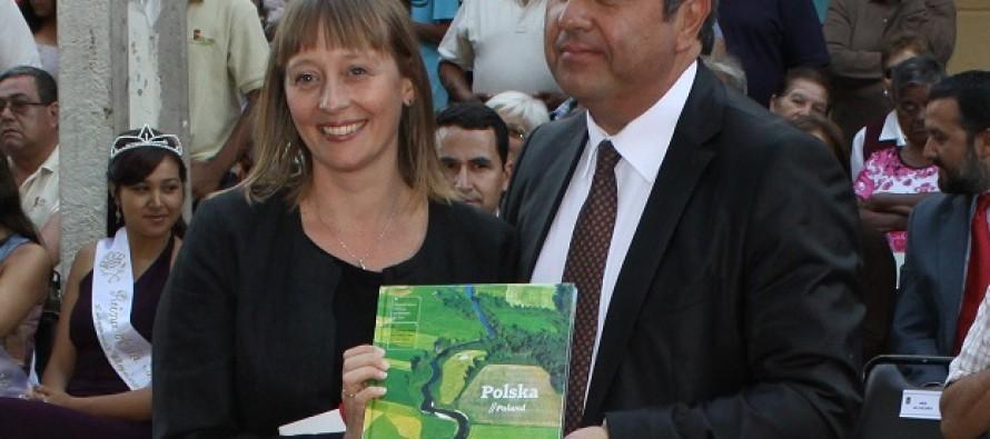 Embajada de Polonia destaca la relación estrecha de cooperación con Vicuña