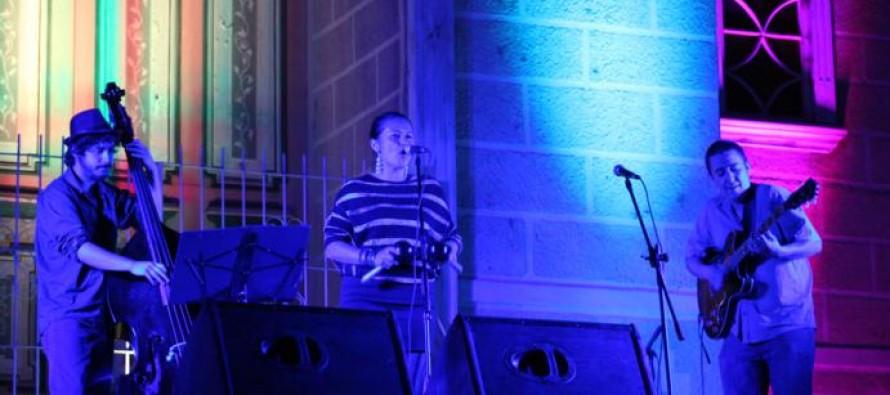 Natalia Corvetto cautivó a Pisco Elqui con su propuesta musical